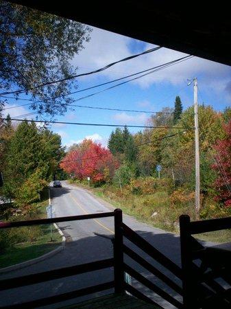 Le Creux du Vent : vue de la terrasse extérieure