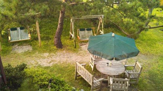 Islander Motel: outdoor areas