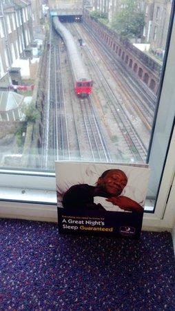 โรงแรมพรีเมียร์ อินน์ ลอนดอน คิงส์สตัน เออรส์คอร์ท: A Good Nights Sleep Guaranteed?