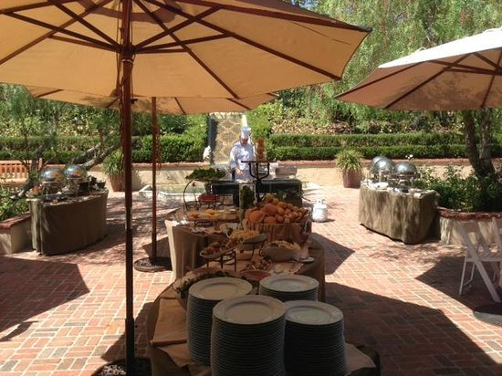 Rancho Bernardo Inn: Grilled Lunch on the Santiago Courtyard