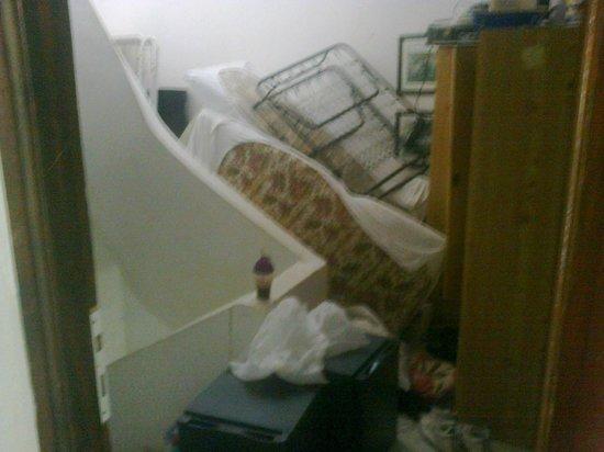 Telemachos Hotel: Stairs
