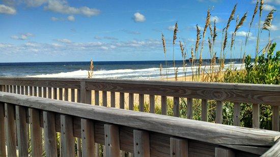 Islander Motel : deck view