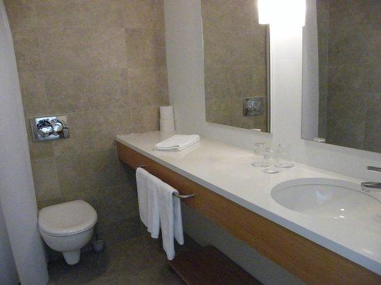 Icelandair Hotel Hamar : bathroom...