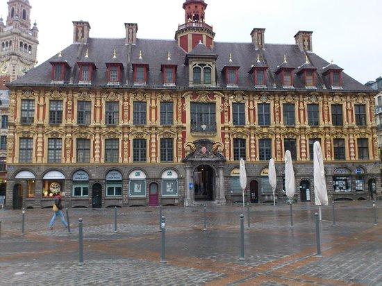 Best Western Premier Why Hotel : A belíssima praça General Charles de Gaulle