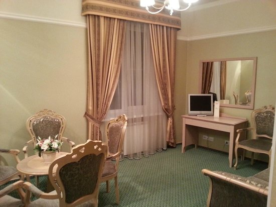 Hermitage Hotel: A living/sitting room