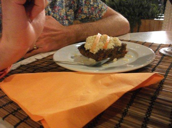 Sesamo Cafe Chai Restorante: Vegan carrot cake