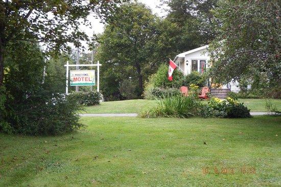 Picket Fence Motel: Office