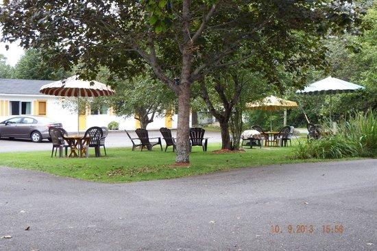 Picket Fence Motel: Smoking Area
