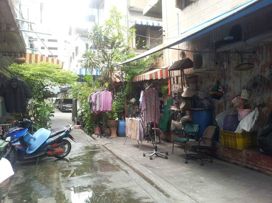 Siam Journey Guesthouse : Just outside the front door!