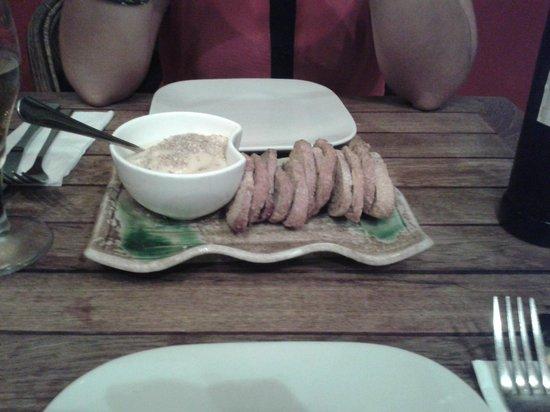 The ginger loft cafe : Humus con tostadas