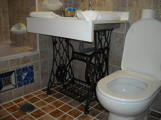 Hotel Convento La Gloria: washroom - sink built on old singer sewing machine