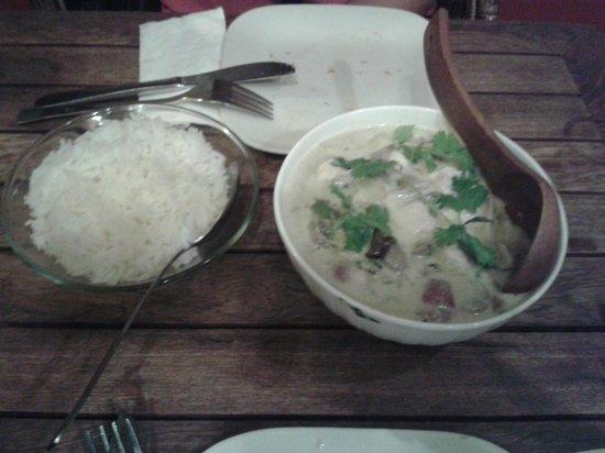 The ginger loft cafe: Curry Thai de pollo