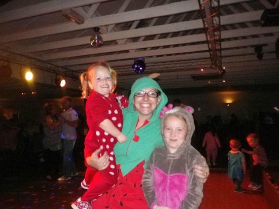 Parkdean - Sundrum Castle Holiday Park: fun at the evening entertainment