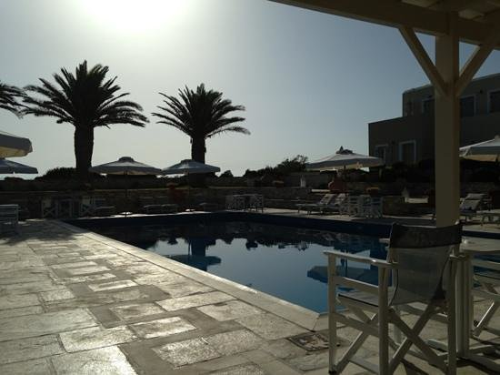 Kallisti Rooms & Apartments : Evening pool view