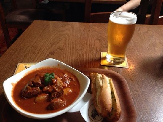 The Dog and Gun : goulash and a pint of beer