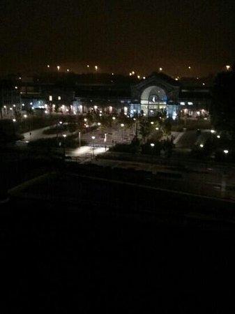 Ibis Charleroi Centre Gare : vista mattutina: di fronte la stazione a due passi