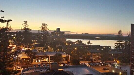 Macquarie Waters Hotel & Apartments: Sunset