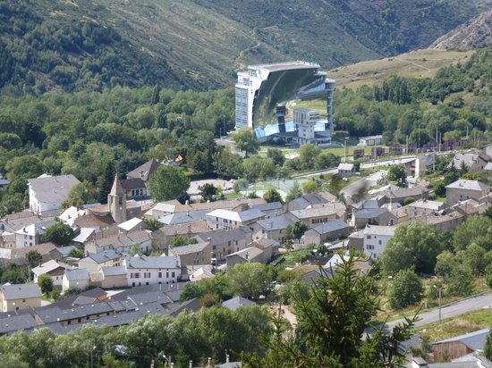 Pyrenees Hotel : vue chambre no 406