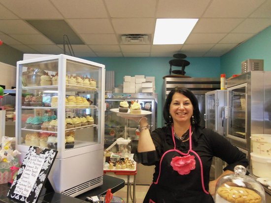 Johnny Como's Cupcakes and Coffee: the owner and hostess of Johnny Como's cupcakes