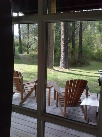 Lake Creek Lodge: A view from our cabin.