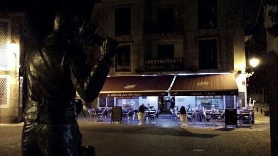 Maria Jose: Exterior noche