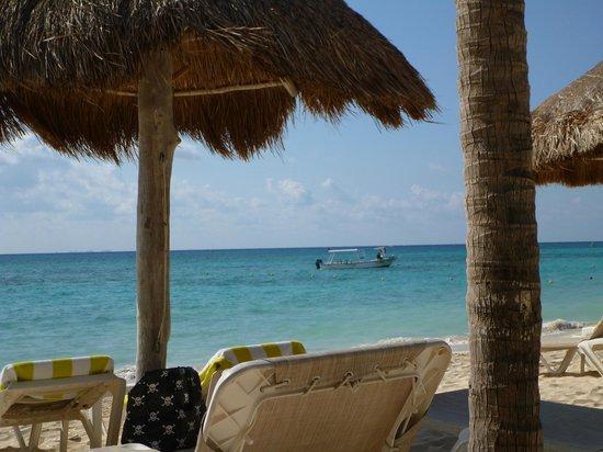 Mahekal Beach Resort : Pé na areia Mahekal