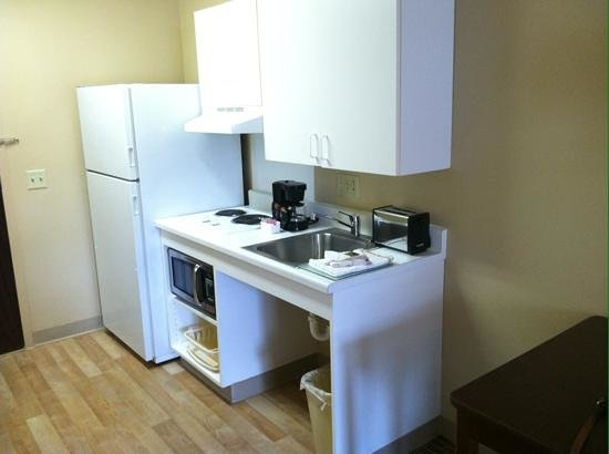 Extended Stay America - Madison - Junction Court: Kitchen