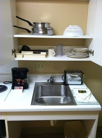 Extended Stay America - Madison - Junction Court: Items in the kitchen cabinets