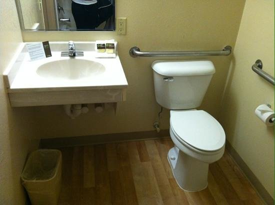Extended Stay America - Madison - Junction Court: Bathroom