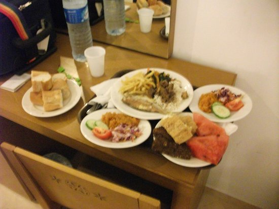 Hotel Menara: Bottle of water & tray of food delivered to room minutes after arriving