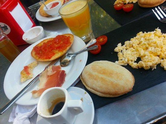 Al Solito Posto: Breakfast spread