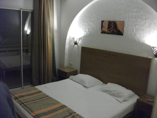 Hotel Menara: room