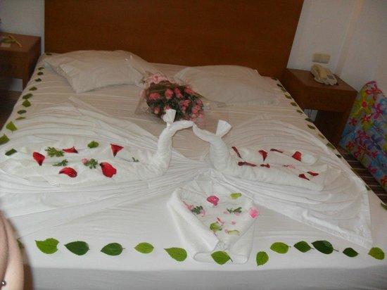 Hotel Menara: Fresh flowers, cleaned sheets