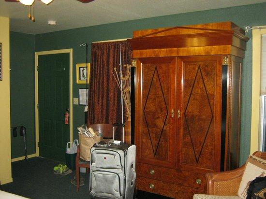 Yosemite Bug Rustic Mountain Resort : Closet/Room