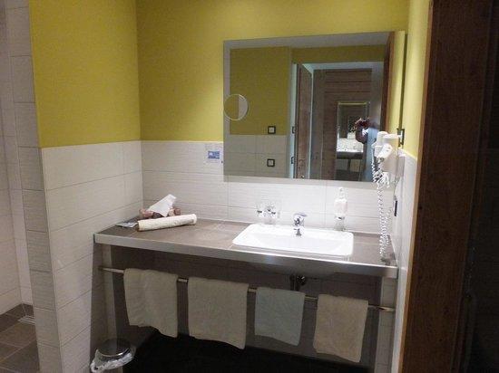 Landhotel Panorama: En suite Bathroom.