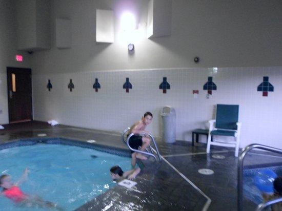 أوكسفورد سويتس هيرميستون: Having fun at the Pool