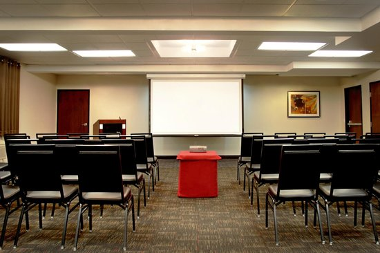 Four Points by Sheraton Portland East: Meeting Space