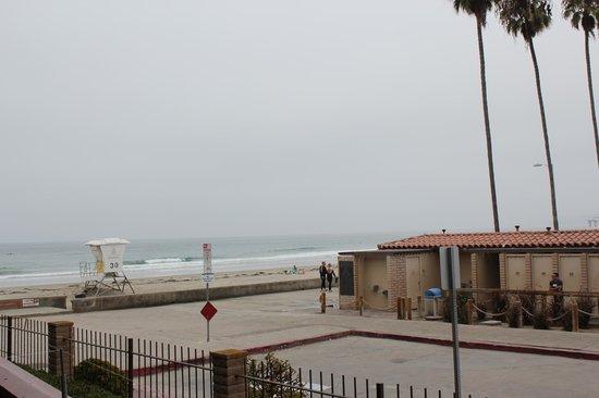 La Jolla Shores Hotel: Coastline view