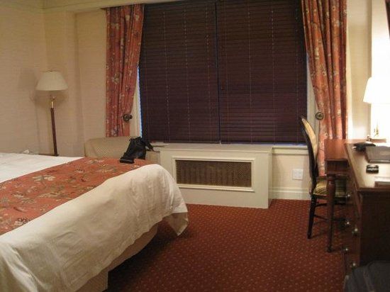 The Milburn Hotel: Comfortable bed, large space
