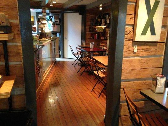Leroy's Water Street Coffee: Leroy's seating