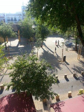 Sacristia de Santa Ana : Square w bus/traffic lanes
