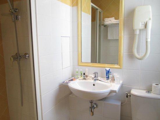 Hotel Brescia Opera: Bathroom