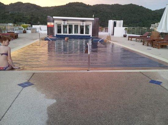 Baumancasa Karon Beach Resort: бассейн