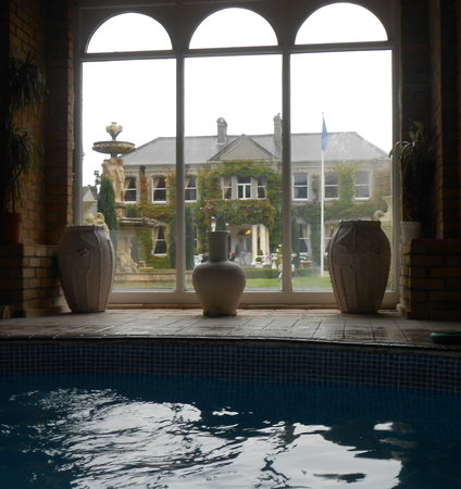 Finnstown Castle Hotel: view of the manor house from the spa pool, nice