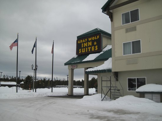 Gray Wolf Inn and Suites: Outside of motel