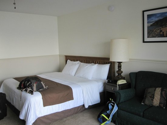 Edgewater Motel & Cottages : King Bed Room 28