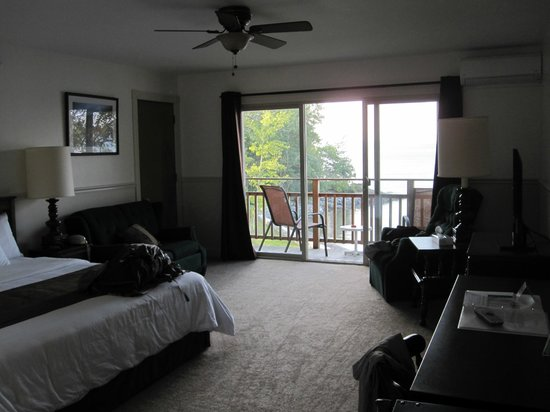 Edgewater Motel & Cottages : Spacious Room