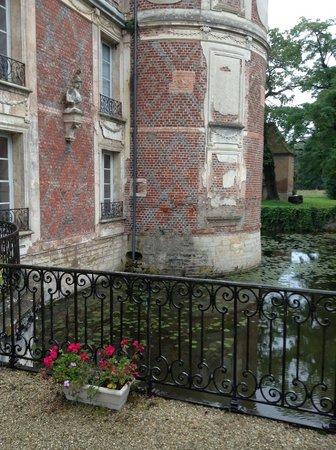Chateau de Longecourt: Ancient moat around the building