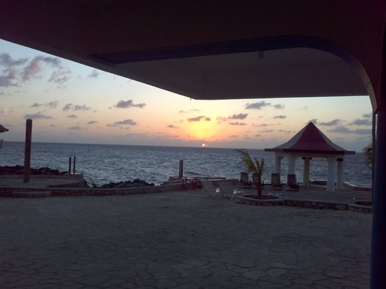 Negril Escape Resort & Spa: sunset on the patio