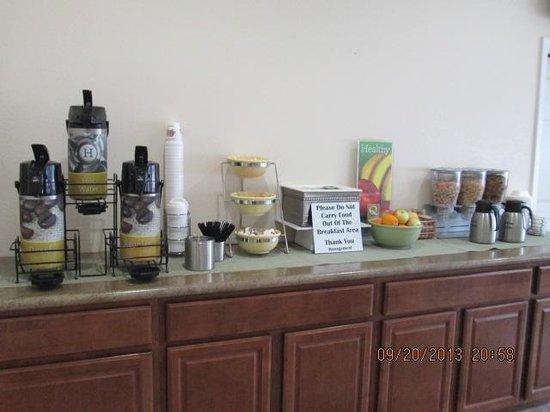 Quality Inn Midtown : Coffee station